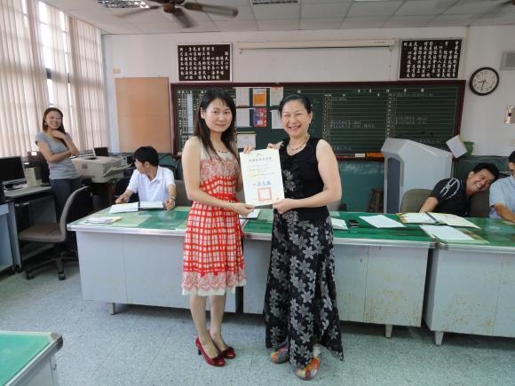2011_06:施淑蓮老師榮膺桃園縣99學年度「優質代理教師」-